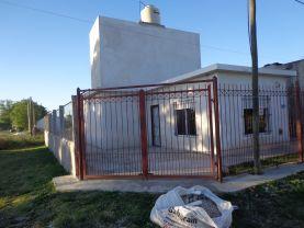 Casa tres ambientes en Miramar , Miramar