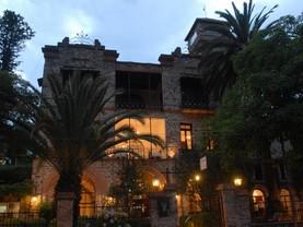 El Castillo De San Lorenzo, Villa San Lorenzo