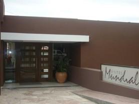 Hotel Mundial, Merlo